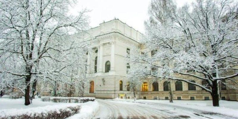 صنفت الجامعة من ضمن أفضل 800 جامعة على مستوى العالم و بذلك فقد حصلت الجامعة على العديد والعديد من الجوائز الروسية و الدولية