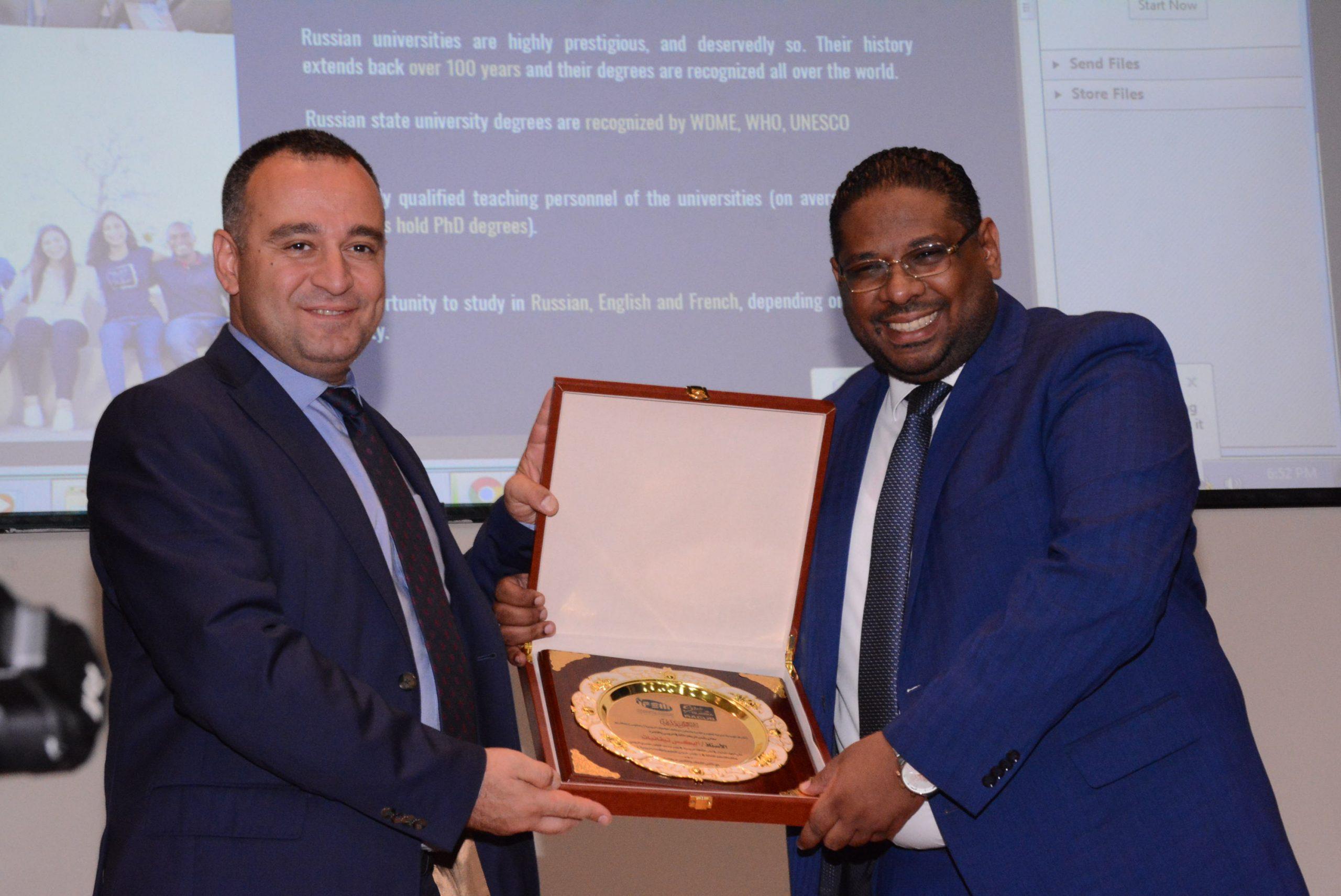 ثقة وتكريم الملحق الثقافي الروسي العام بالقاهرة